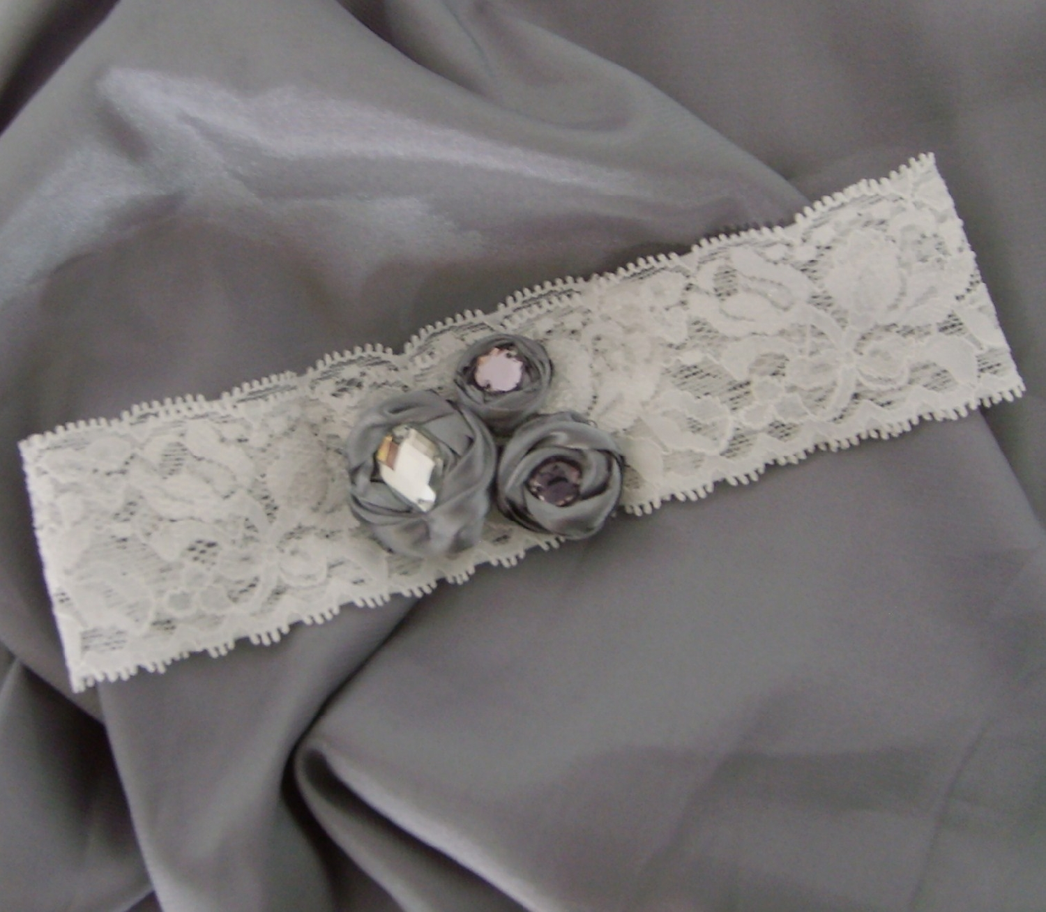 lace--detailed--garter-