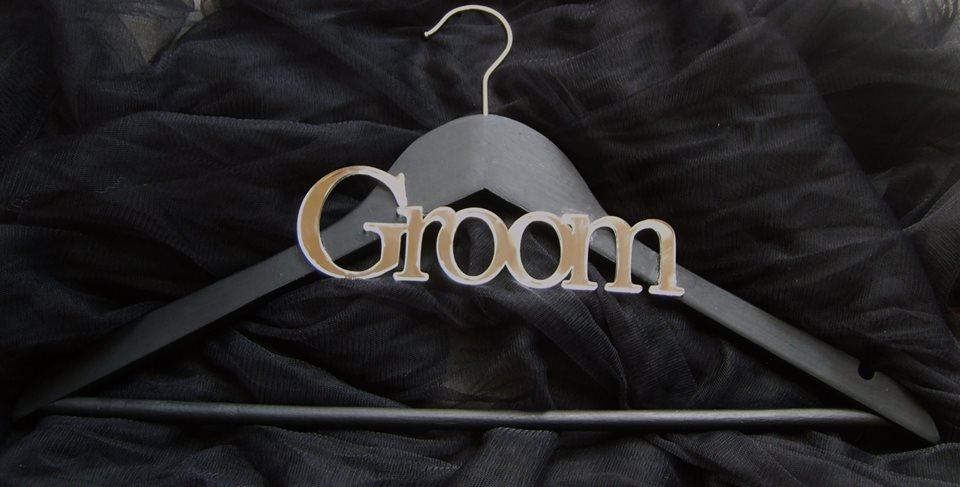 groom--perspex-