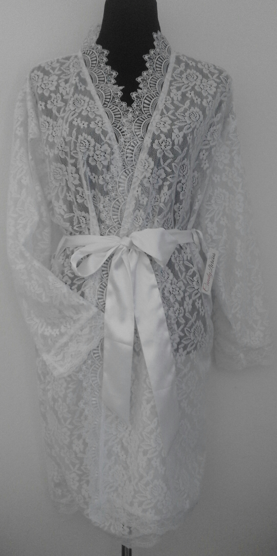 lace-robe-with-long-sleeves-&amp-lace-neckline